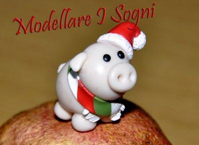 Portachiavi Maialino di Natale - Dolce e Carino Maialino Rosa con Cappello da Babbo Natale e Sciarpa Rossa Verde e Bianca - Perfetto Regalo