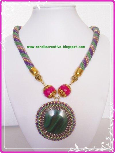 Collana medaglione crochet verde viola agata