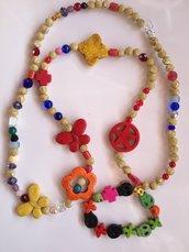 Collana multicolore con braccialetto con teschietti