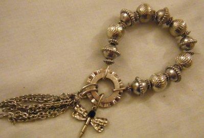 bracciali in metallo colore atrgento ,catena e charms