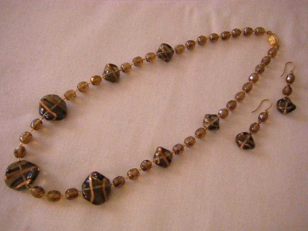 parure collana e orecchini con mezzo cristallo e vetro di murano marone