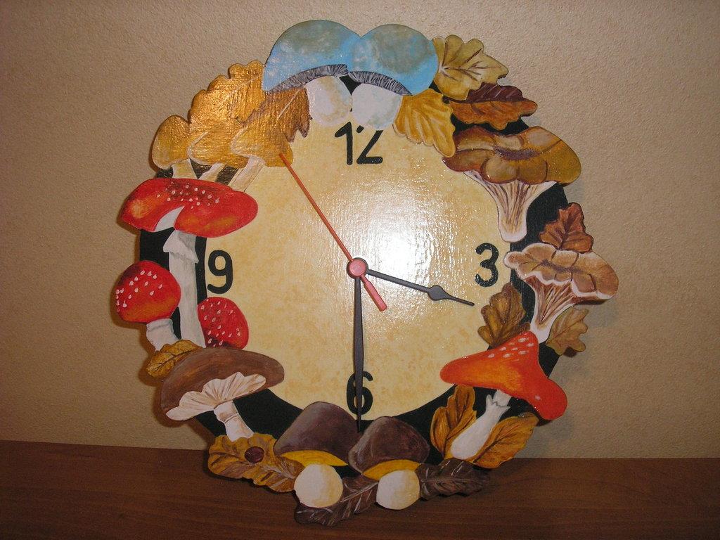 orologio con funghi
