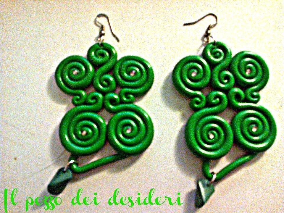 Orecchini ghirigori color verde fimo strass e perline
