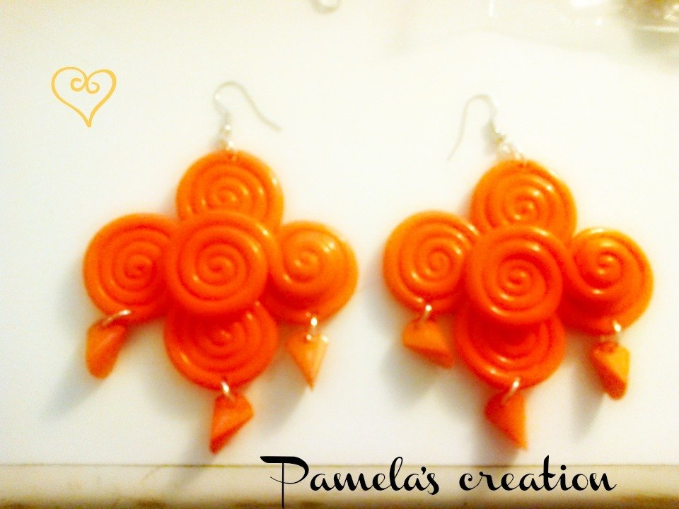 Orecchini ghirigori color arancione fimo e perline