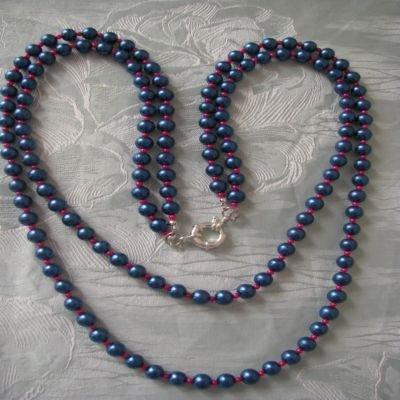 Collana in perle blu