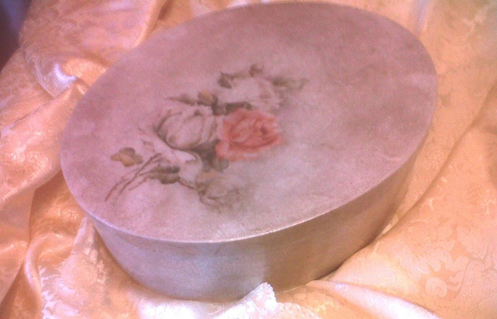 portagioie in legno di balsa con rose