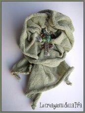 Spilla fiore in tessuto verde pastello