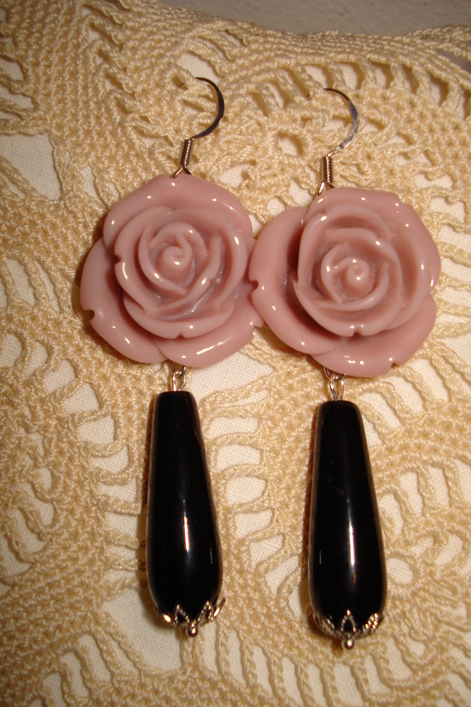 Orecchini con rose in acrilico e onice a goccia