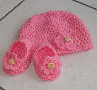 cappellino e scarpine neonata