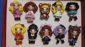 Lotto 10 ciondoli bamboline in fimo