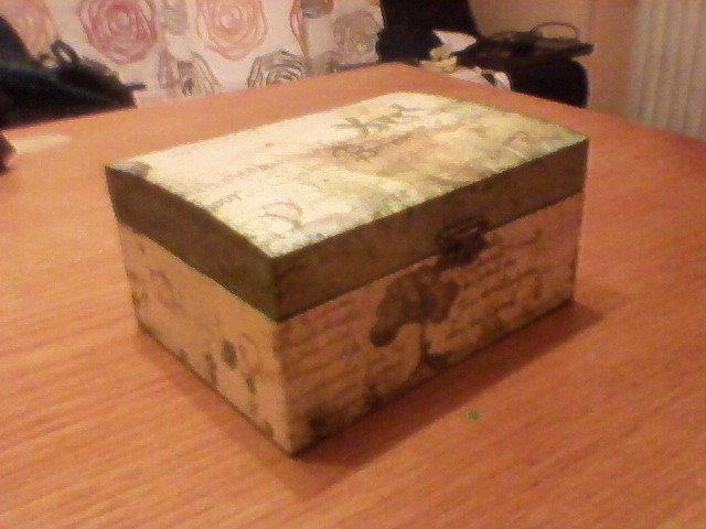 portagioie in legno sui toni del verde