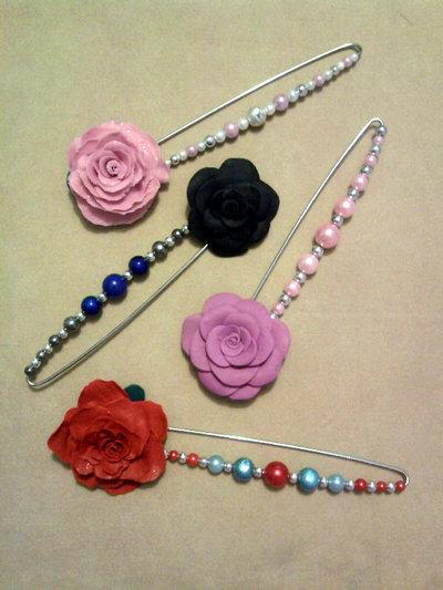 Spillone con rose e camelie e perle fimo