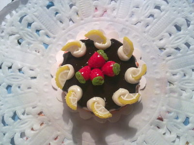 Miniatura torta rotonda con fragole
