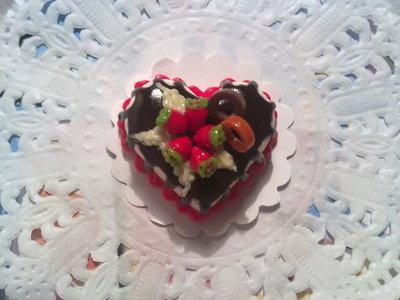 Miniatura torta cuore con fragole