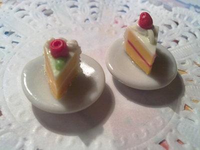 Fettina di torta bianca su piattino