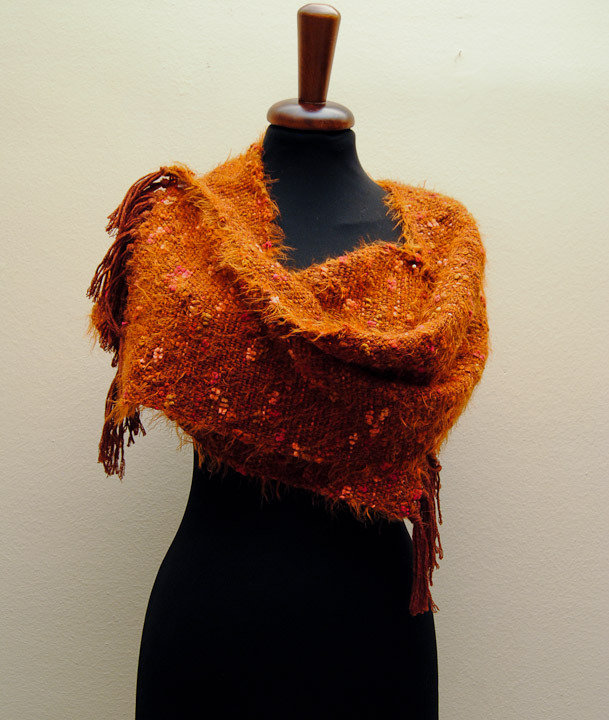 """Sciarpa, tessuta con telaio a mano, in pura lana color ruggine  e  microfibra """"IL GIARDINO  DI    CECHOV"""" - capo unico"""