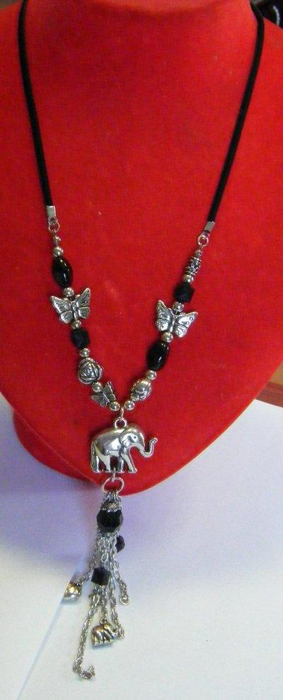 collana con cordino nero ,perline , farfale ,charms e pendenti