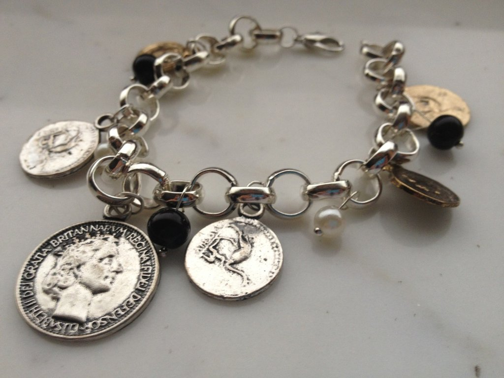 Bracciale con vecchie monete