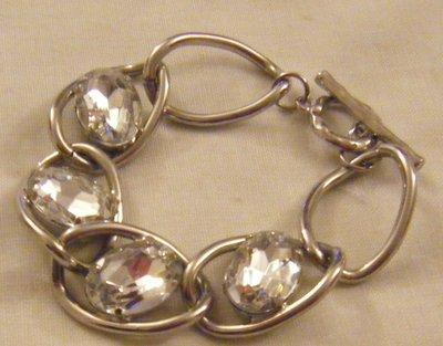 bracciale con metallo colore argento e strass