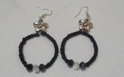 Orecchini con perline nere e cristalli neri e bianco