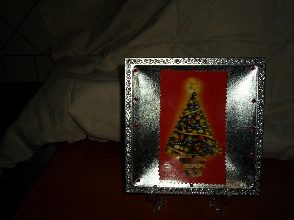 piatto nataliazio argentato decorato