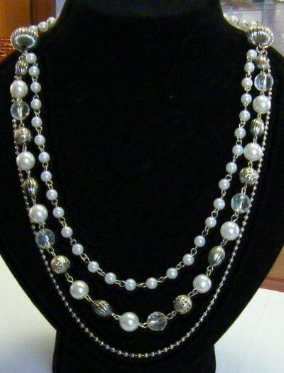 collana con perle bianche,cristal e in metallo e catena colore argento