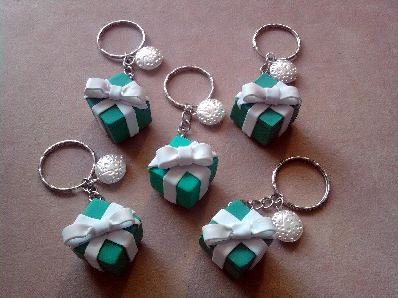 Portachiavi con pacchetto regalo Tiffany fimo
