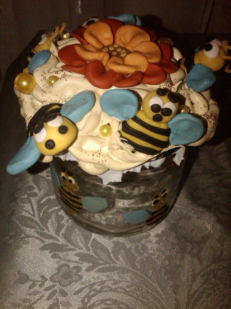 porta miele con le api ^-^