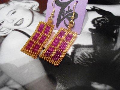 orecchini pendenti di perline oro e viola