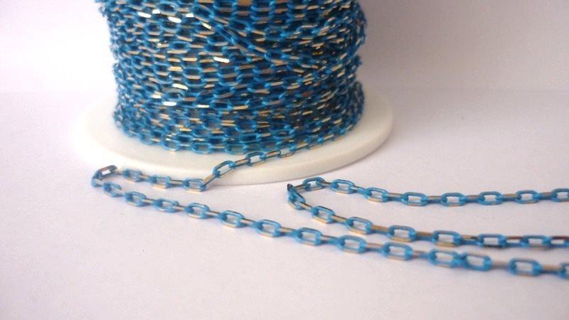 Catena, Enamel coated chain, ovale  Colore: azzurro/dorato.  Link da 2,1 mm  3,20 euro/metro