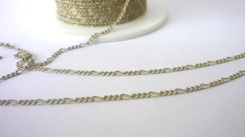 Catenina,Enamel coated chain, Figaro  Colore: avorio/dorato.  Link da 1,75 mm  2,90 euro/metro
