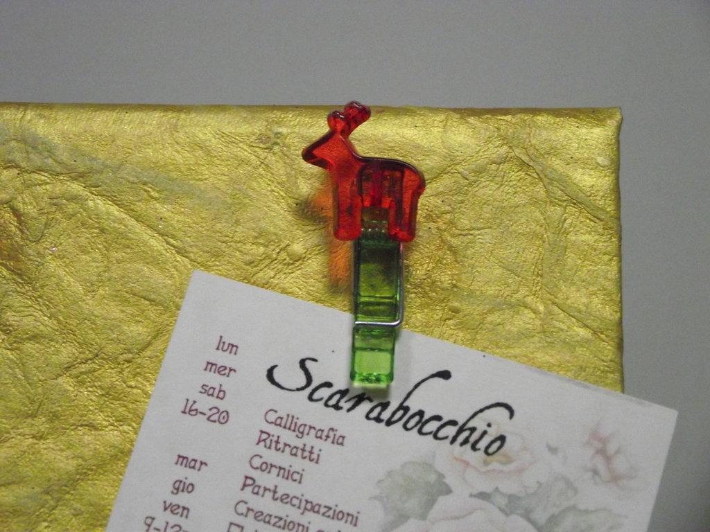 Portafoto in carta oro com mollette renna