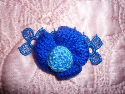 Spilla blu lana