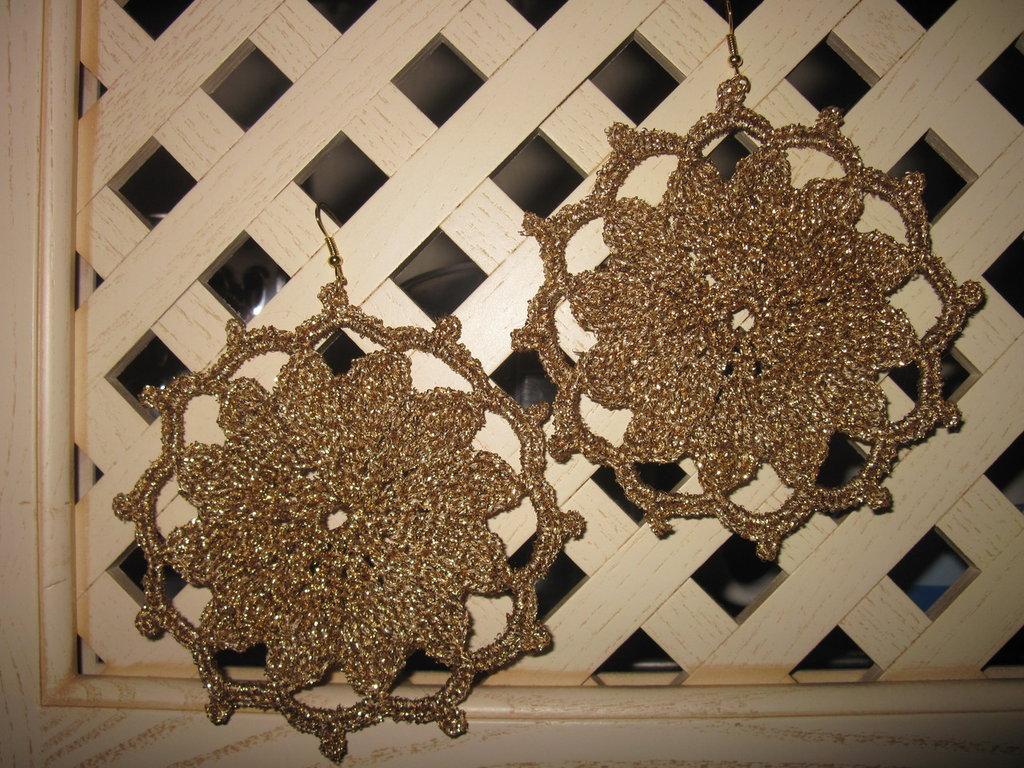 Orecchini color oro lamè