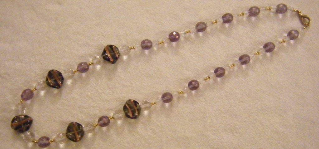 collana lunga con mezzo cristallo cristall e viola e vetro di murano,fatta a mano