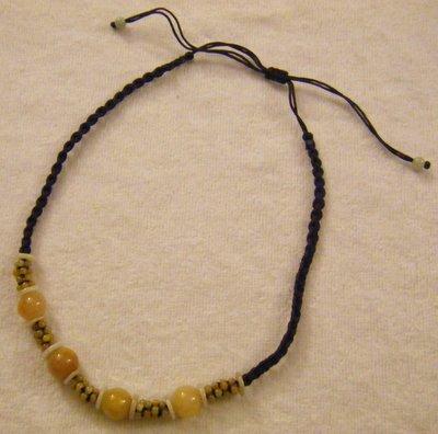 collana girocollo con cordino e pietre dure