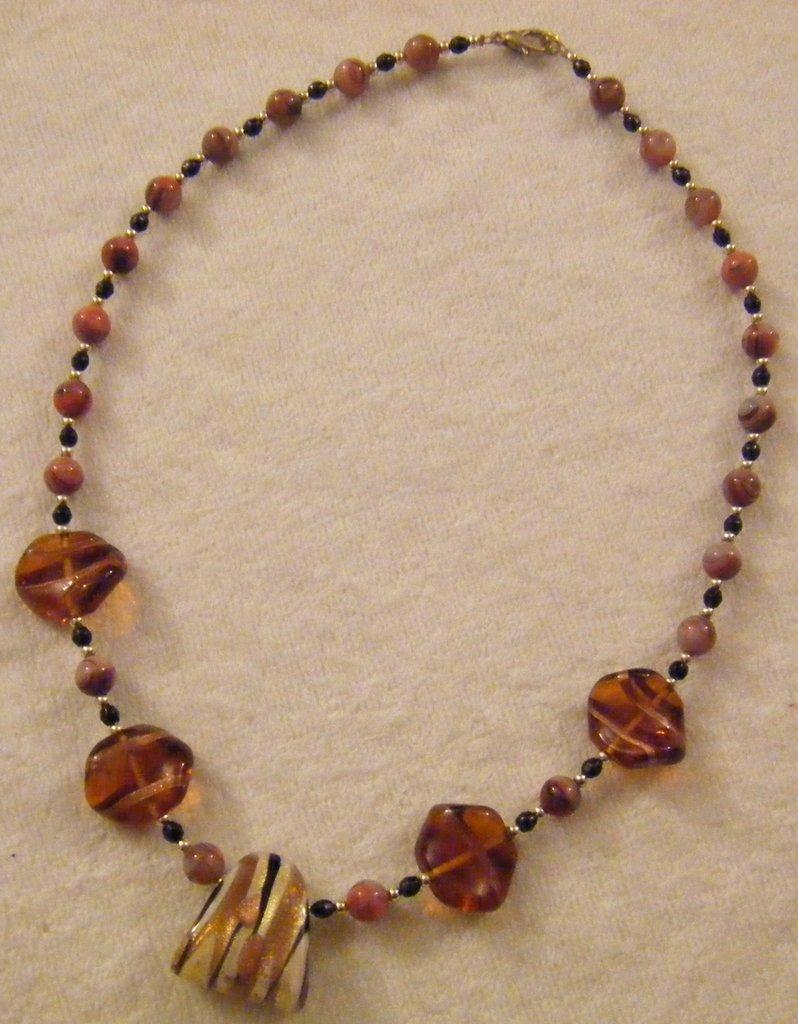 collana girocollo con perline e vetro di murano