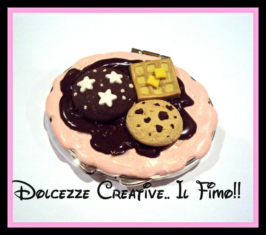 Specchietto da borsa, pan di stelle, cookie, waffle, crema alla fragola e cioccolato