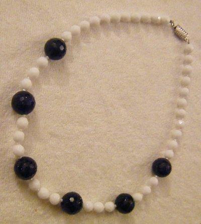 collana girocollo con mezzo cristallo bianco e pietre dure ,pietra della luna blu