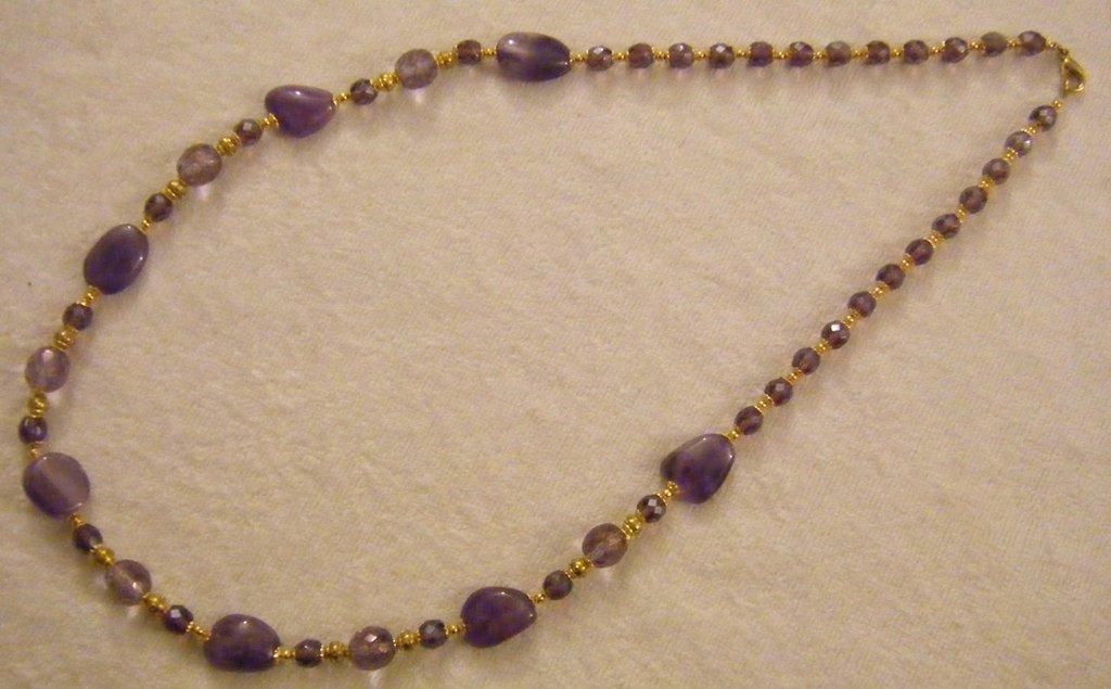 collana lunga con pietre dure ametista,e mezzo cristallo viola