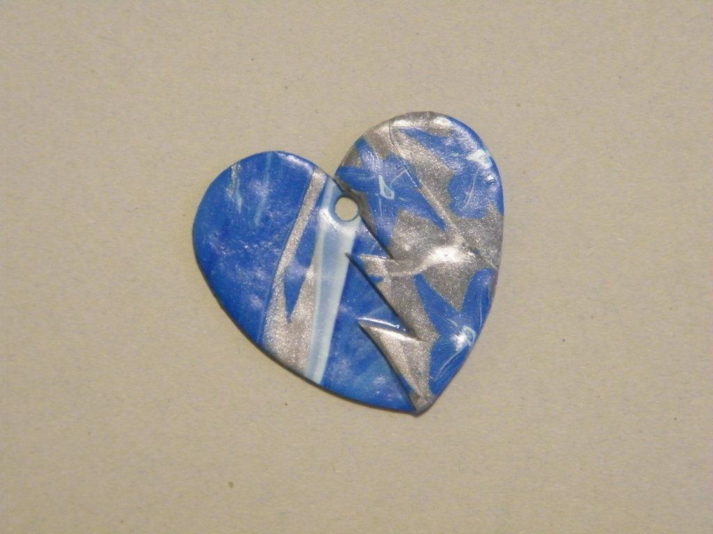 Ciondolo in fimo azzurro a forma di cuore
