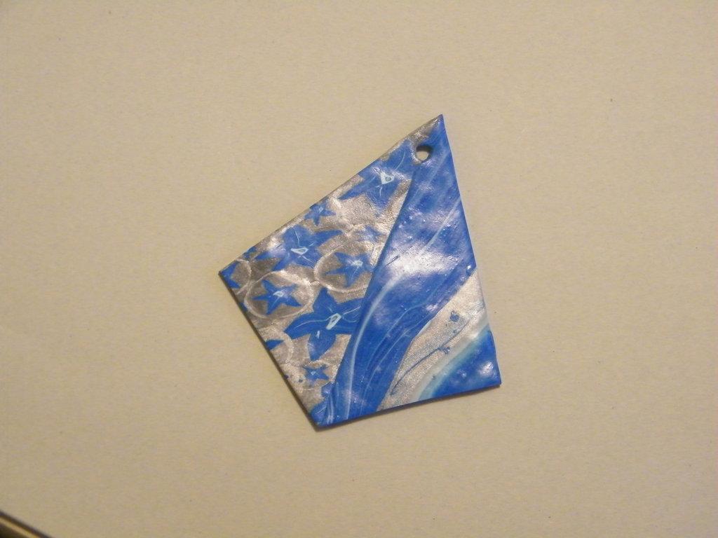 Ciondolo in fimo blu e argento