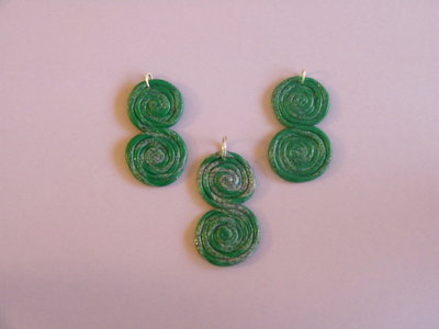 Pendenti per orecchini e ciondolo in fimo nei toni del verde e grigio