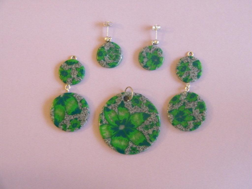 Orecchini, pendenti per orecchini e ciondolo in fimo nei toni del verde e grigio