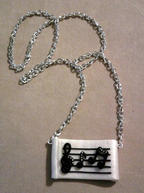 Collana con spartito, chiave e note musicali fimo