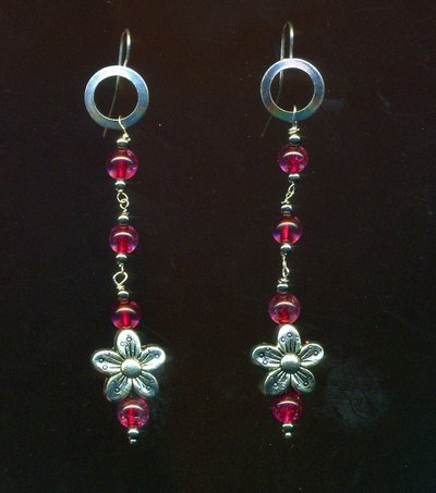 Orecchini con quarzo rosa e fiorellino