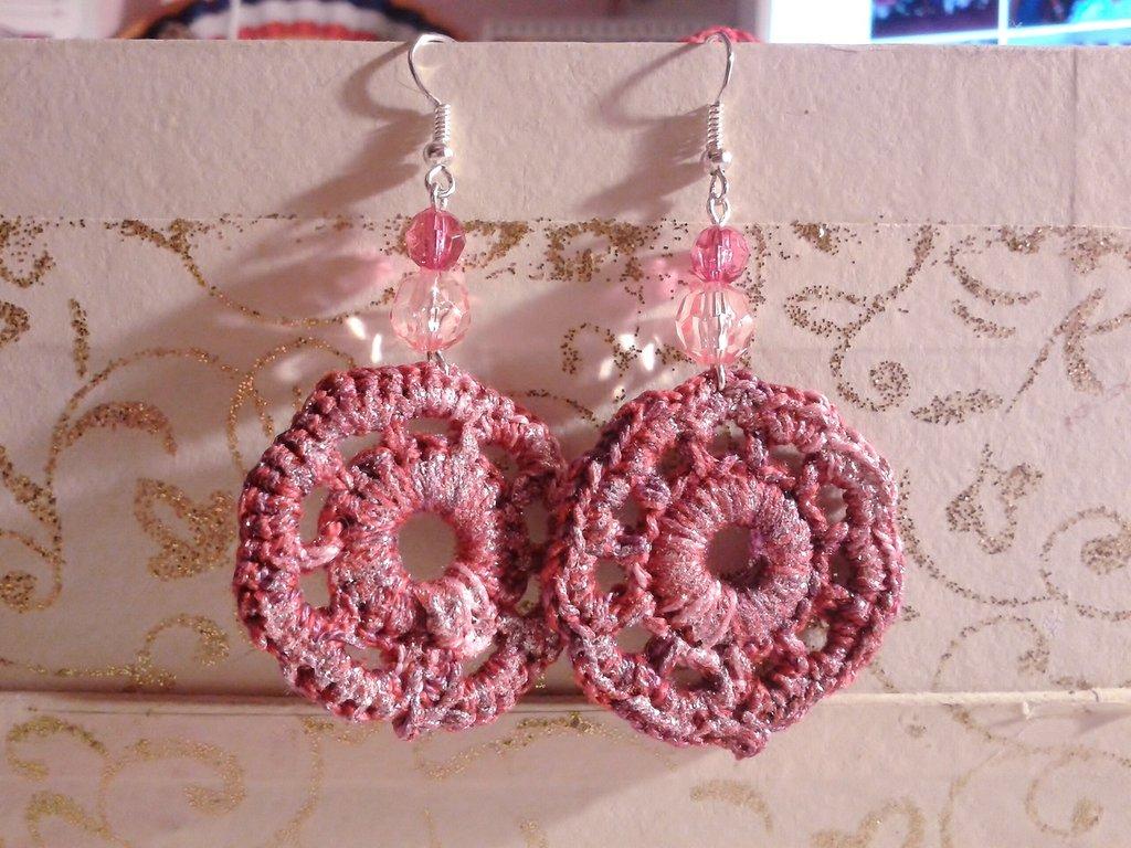 Orecchini uncinetto rosa glitter