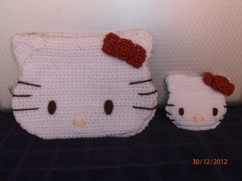 Pochette e borsellino portamonete Hello Kitty all'uncinetto.
