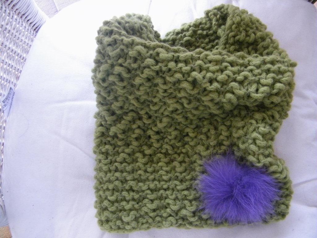 Scaldacollo cappuccio in lana lavorato ai ferri