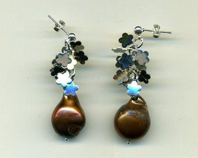 Orecchini con perle Akoya cioccolato